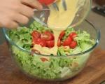 Зелена салата с риба тон и маслини 4