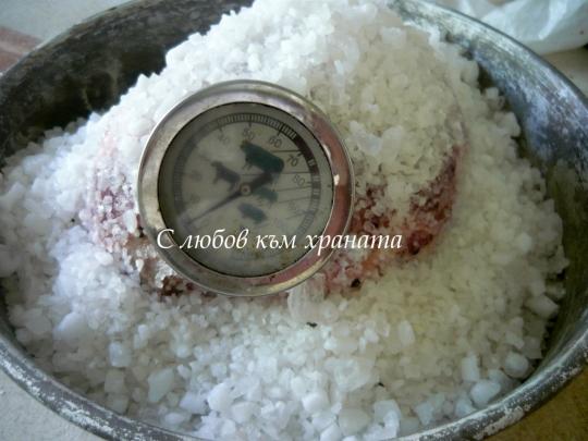 Печен свински врат на сол