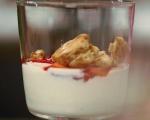 Десерт от кисело мляко с ягоди 3