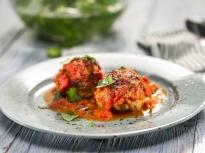 Кюфтета с моцарела в доматен сос