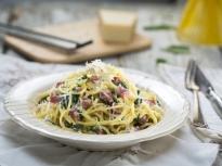 Спагети със салам и спанак