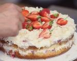 Кокосова торта с ягоди 9