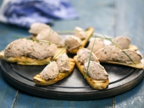 Пастет от риба тон с орехи