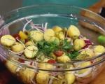 Картофена салата със сос от хрян 4