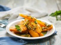 Салата от моркови с маслини и мента