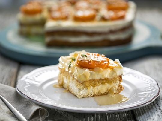 Сладкиш с крем сирене и кайсии