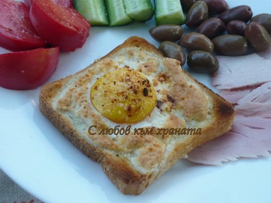 Сандвич с яйце и пармезан