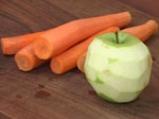 Салата от моркови с ябълка и млечен меден дресинг