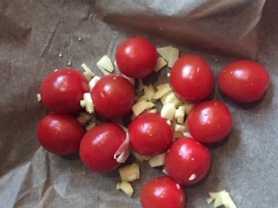 Печена тиква цигулка с кокосово кисело мляко и чери домати