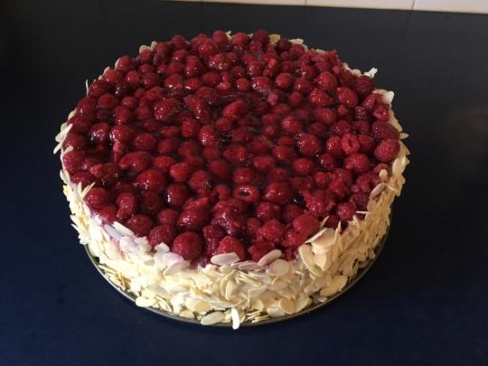 """Еклерова торта """"Неделя"""" с малини"""