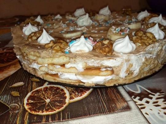 Бисквитена торта с два вида крем и ром