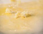 Надиплен хляб с яйца и сирене 5