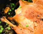 Печено пиле с черна леща, грах и спаначено песто 7