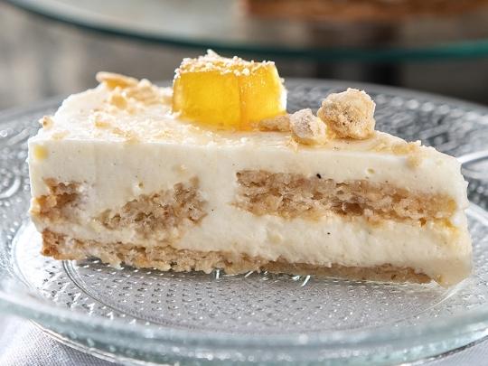 Торта с лешникови блатове и баварски ...