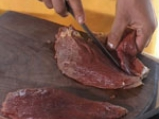 Стек от щраусово месо със сос от къпини