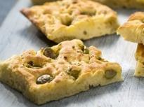Фокача с розмарин и маслини