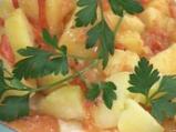 Варени картофи с доматено-млечен сос