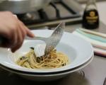 Спагети със спанак и поширано яйце  7