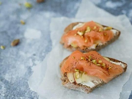 Сандвич с шамфъстък и сьомга