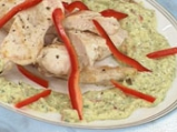 Пиле със сметаново-бадемов сос