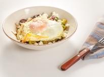 Пролетни картофи с петрохан и яйце