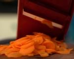 Пикантно агнешко с моркови в уок 4