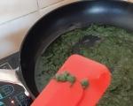 Бъркани яйца с коприва и зелен лук