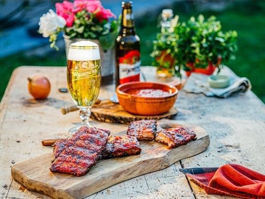 Свински ребра с бирен барбекю сос