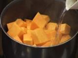 Тиквена супа с вурстчета 3