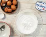 Мини Павлова с крем сирене Philadelphia и плодове