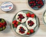 Мини Павлова с крем сирене Philadelphia и плодове 7