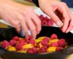 Коблер с праскови и малини 4