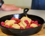 Коблер с праскови и малини 6