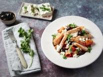 Паста с пиле, доматен сос и маслини