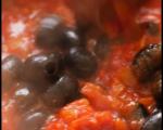 Паста с пиле, доматен сос и маслини 5