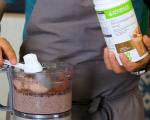 Шоколадови брауни блокчета и шейк с ягоди, мента и кокос 4
