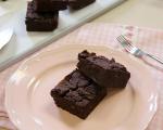 Шоколадови брауни блокчета и шейк с ягоди, мента и кокос 6