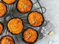 Мини-кексчета със сушени домати и печ...
