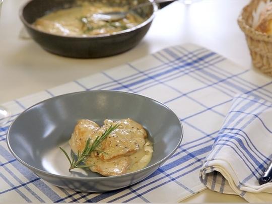 Пилешко със сметаново-горчичен сос