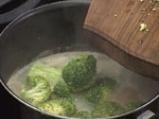 Супа от броколи с бадеми 2