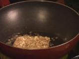 Панирано козе сирене върху канапе от пресни зеленчуци и медена глазура 3