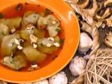 Гъбени пелмени в зеленчуков бульон
