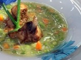 Супа от грах с карамелизирани ребърца