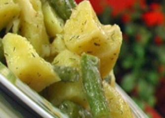 Подлучена картофена салата със зелен ...