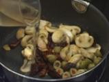 Лаврак с гъбена плънка и сушени домати на тиган 5