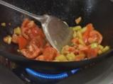 Панирано пилешко с червено къри и зеленчуци 4
