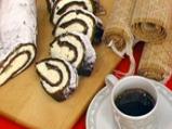 Шоколадово руло с пълнеж от бял шокол...