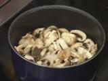 Супа с печурки и бутерки със сирене и спанак