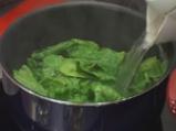 Супа с червена леща, пресен лук и топчета от спанак