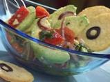 Салата от авокадо с маслинови туили